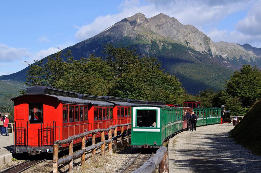 火地岛公园内小火车(自费) 乌斯怀亚是一个小城,也是一个海港,如果你