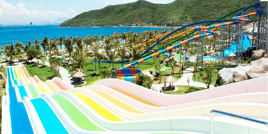 芽庄 上午【自由活动】,后乘车前往珍珠岛办理入住手续,码头乘坐缆车(长达3公里的跨海缆车)前往Vinpearl岛上乐园,岛上娱乐项止数不胜数,您也可在珍珠渡假村里的游乐场,尽情享受里面的所有水陆游戏设施在VINPEARL LAND(游乐园里您可以参观体验到:3D电影、过山车、空中飞人、海洋馆、大型水幕音乐喷泉、魔术、动物表演等等)