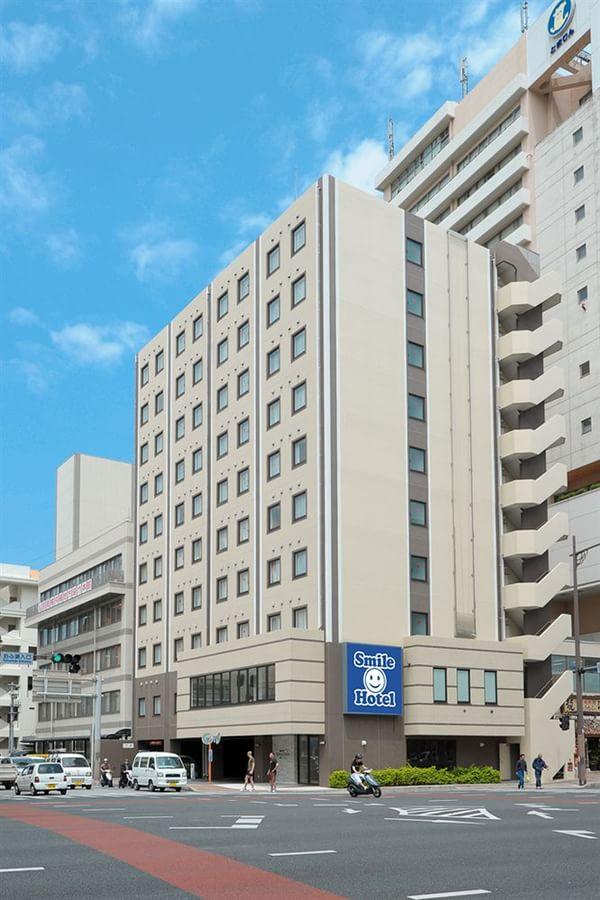 冲绳岛那霸微笑酒店距离冲绳国际机场约15分钟左右的车程,步行15