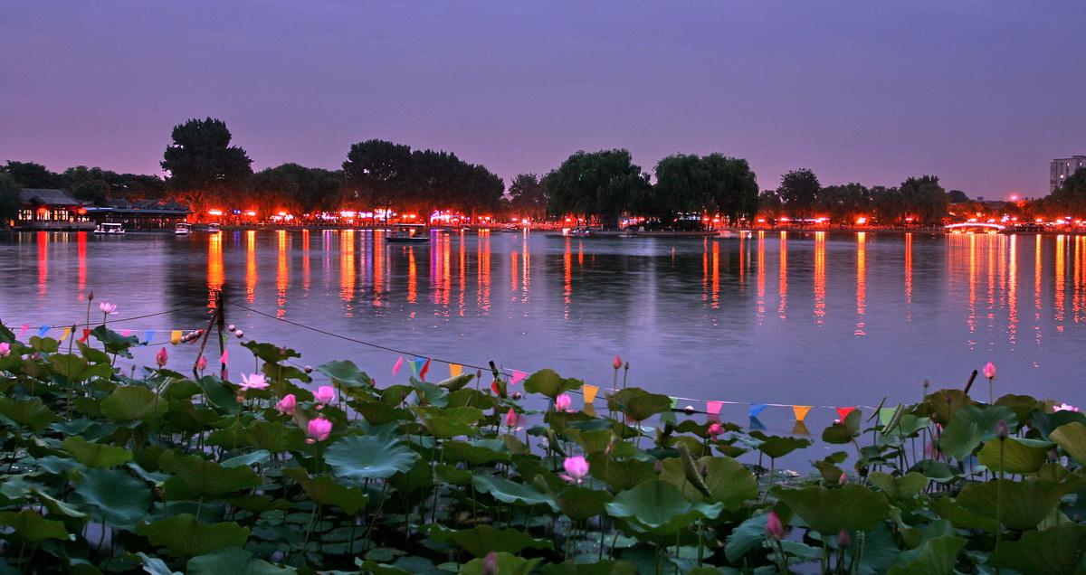 什刹海是北京市历史文化旅游风景区