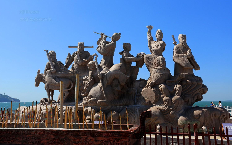 游览【蓬莱八仙广场】(约30分钟):八仙过海大型雕塑,蓬莱和平广场