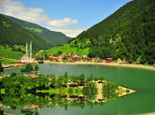 途经土耳其黑海地区茂密的森林及美丽的湖泊— 阿邦特湖自然公园(约1