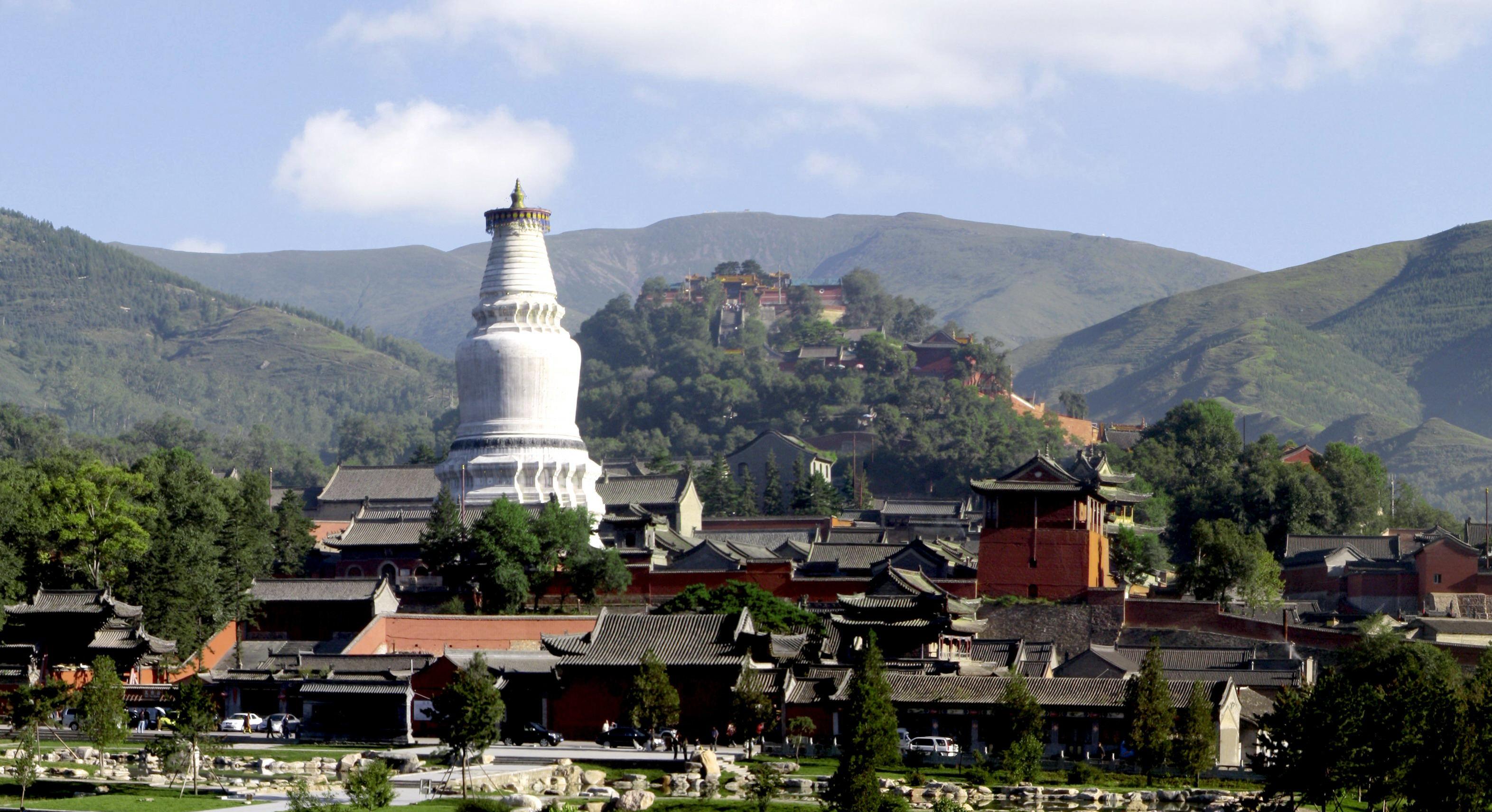 西藏大白塔图片