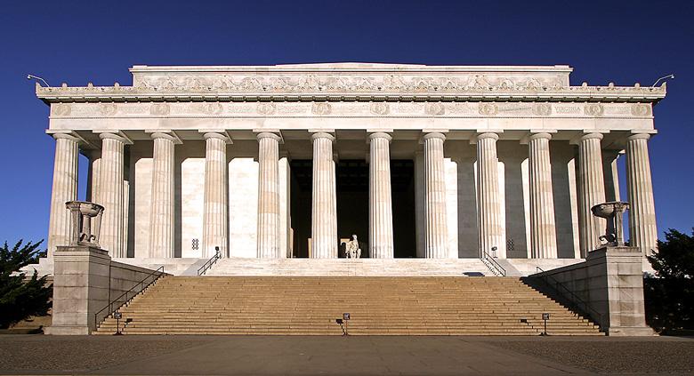 中央耸立着著名的和平塔,被誉为世界上最精致的哥特式建筑。参观【阵亡纪念碑】: 在渥太华市中心庄严耸立着一座阵亡将士纪念碑,由 22 个烈士 的铜像组成,此碑建于 1939 年,起初是为纪念第一次世界大战时期阵亡的加拿大烈士而建的,【总督府】(车经),【丽都大运河】(车经)。 推荐自费项目:千岛游船千岛群岛是东安大略最受欢迎的景点之一,也是圣罗伦斯河最美的一段,河上的1800多岛分属于美国和加拿大,千岛水域有许多豪宅,也有许多风格特立独行的建筑,整个水域就像一个藏宝库,巡航其中,旖旎的风光俯拾皆是。这里的水