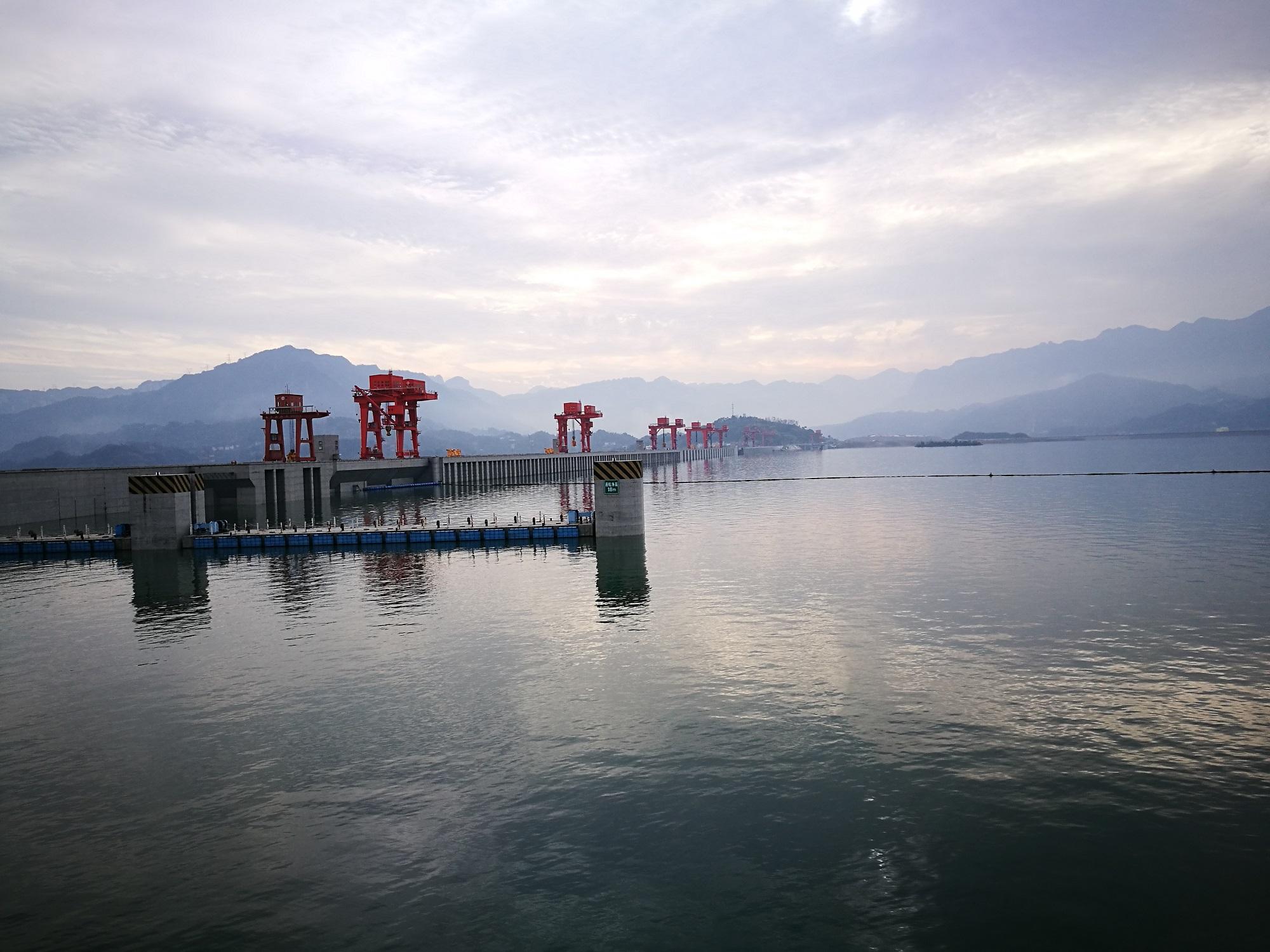 长江三峡涉外游轮( 神女系列 )下水双动4日