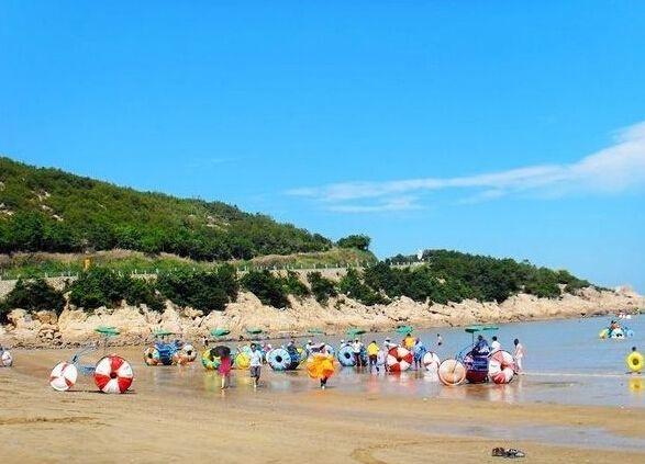 松兰山海滨旅游区与普陀山,桃花岛隔海相望.