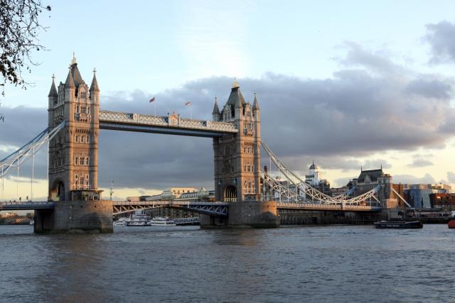 【春节不打烊】英国一地+科茨沃尔德乡村+哈里王子婚礼地+双城堡8晚10天(VS或BA或MU/往返直飞/双学府/双城堡/伦敦三晚连住/送WIFI)