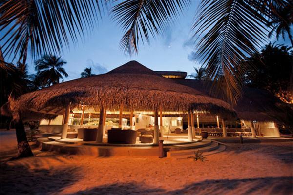 马尔代夫库拉玛提5晚7自由行(东航直飞,1晚马累当地酒店,库拉玛提2沙2水,含早中晚餐,快艇上岛)