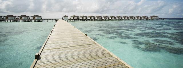 马尔代夫鲁滨逊努努5晚7日自由行(新航转机,1晚当地住宿+鲁滨逊努努岛2沙+2泳池水,一价全含,内飞往返)